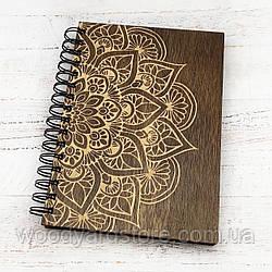 """Дерев'яний блокнот А5. Дизайн """"Мандала"""". Аркуші кольору """"слонова кістка"""" в лінійку.  Колір обкладинки палісандр"""