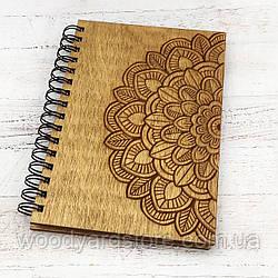 """Деревянный блокнот А5. Дизайн """"Мандала"""". Черные чистые листы.Цвет обложки дуб (светло-коричневый)."""