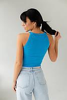 Короткий топ в рубчик без рукавов голубой футболки та майки жіночі