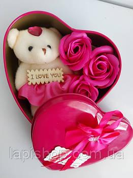 Подарочный набор в форме сердца с мыльными розами 3 шт с мишкой розовый