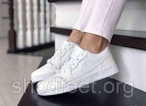 Женские кроссовки Jordan 1 Low Triple White