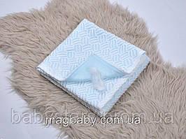 Ажурний в'язаний плед на трикотажі, ніжно-блакитний