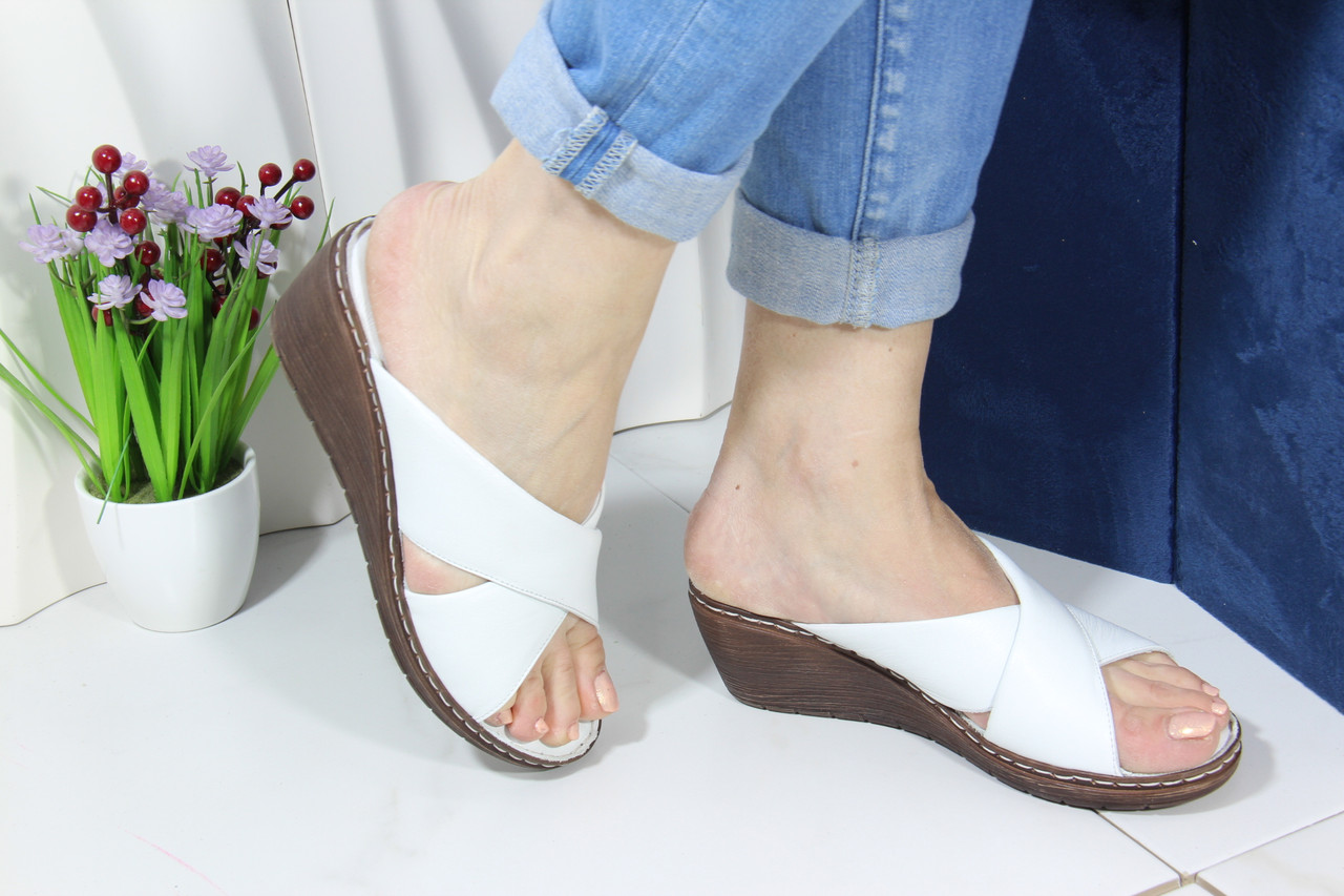 Шлепанцы женские кожаные на танкетке Aras Shoes 245-beyaz