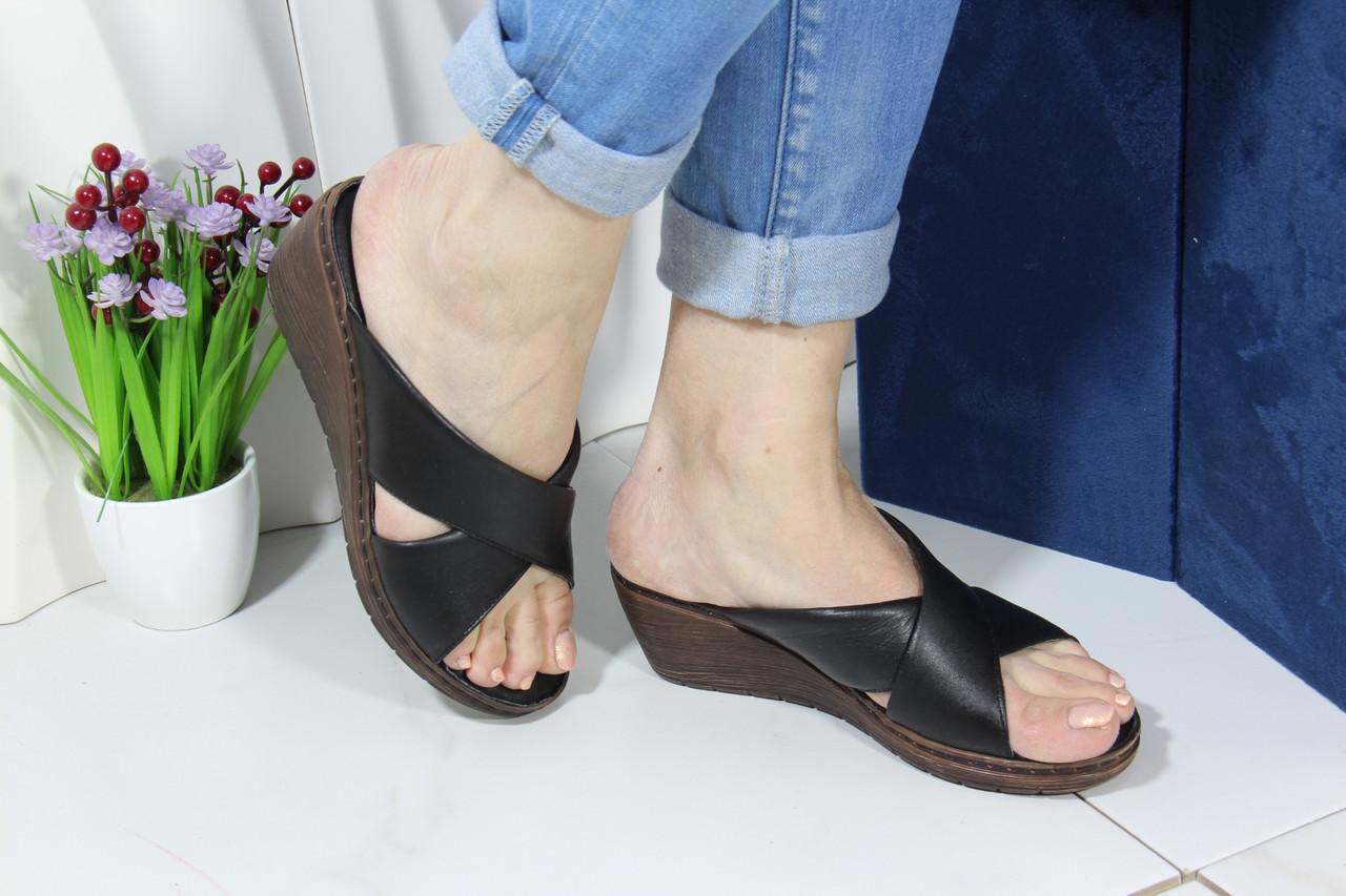 Шльопанці жіночі шкіряні на танкетці Aras Shoes 245-black