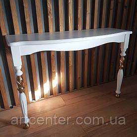 Приставной консольный стол белого цвета с золотыми элементами