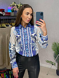 Рубашка женская яркая шифоновая с узором бело-голубая