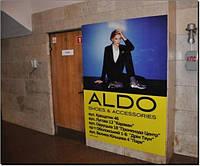 Реклама в метро (настенная графика)