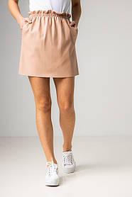 Короткая прямая юбка из эко-кожи с карманами в пудровом цвете в размерах: S, M, L, XL.