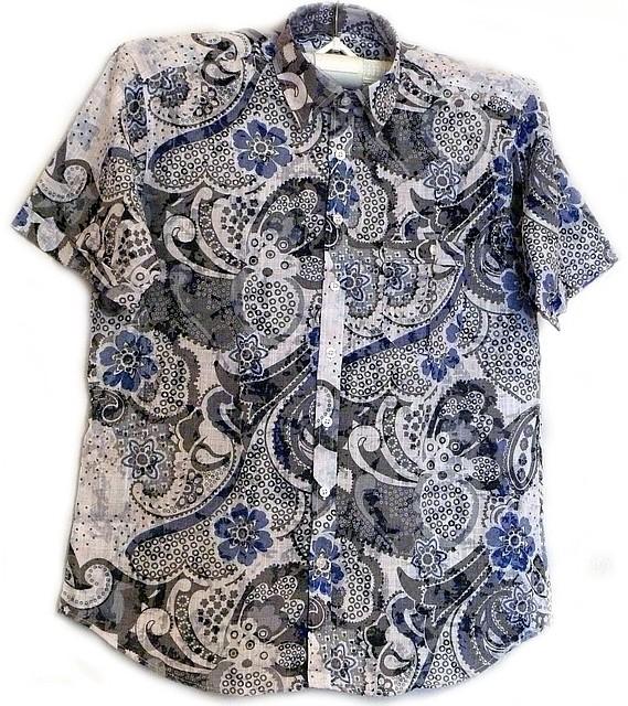 Приталенная рубашка с синими цветами