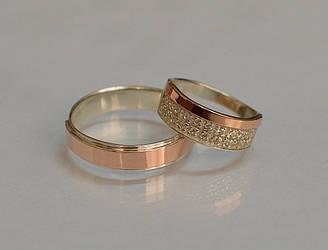 Пара серебряных обручальных колец с золотыми накладками (обр5017к)