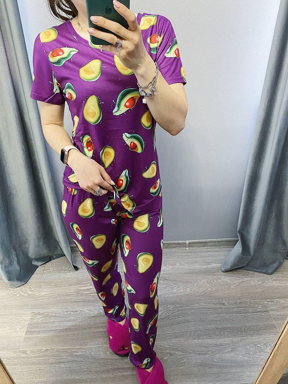 Піжама Трикотажна Футболка і штани Авокадо на фіолетовому