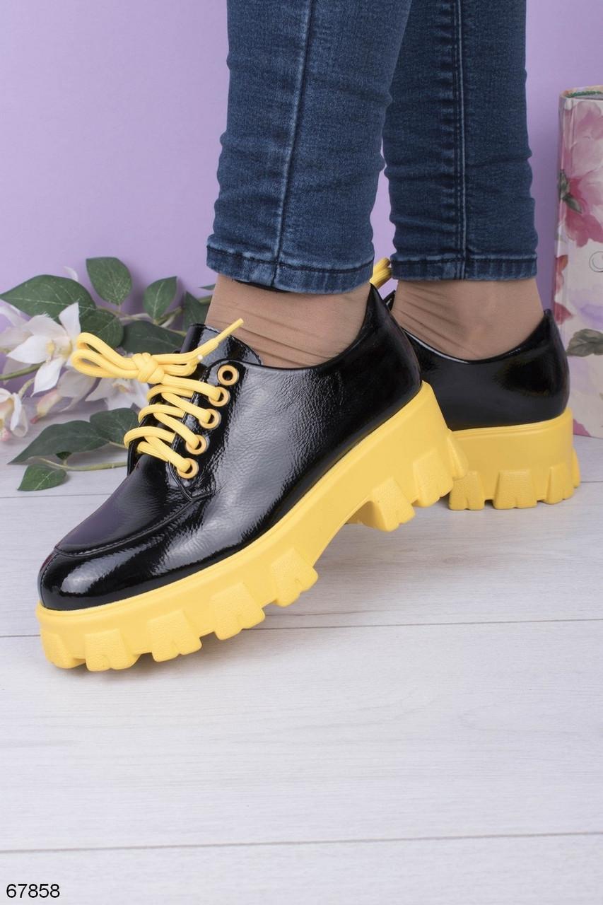 Жіночі туфлі - броги чорні з жовтим на платформі еко лак