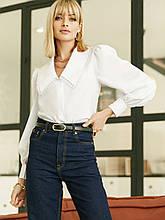 Белая блузка с акцентным воротником и длинным рукавом