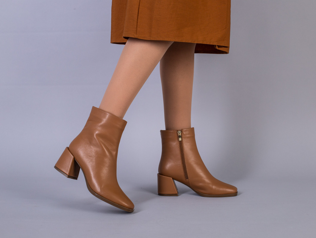 Ботинки женские кожаные карамельного цвета демисезонные