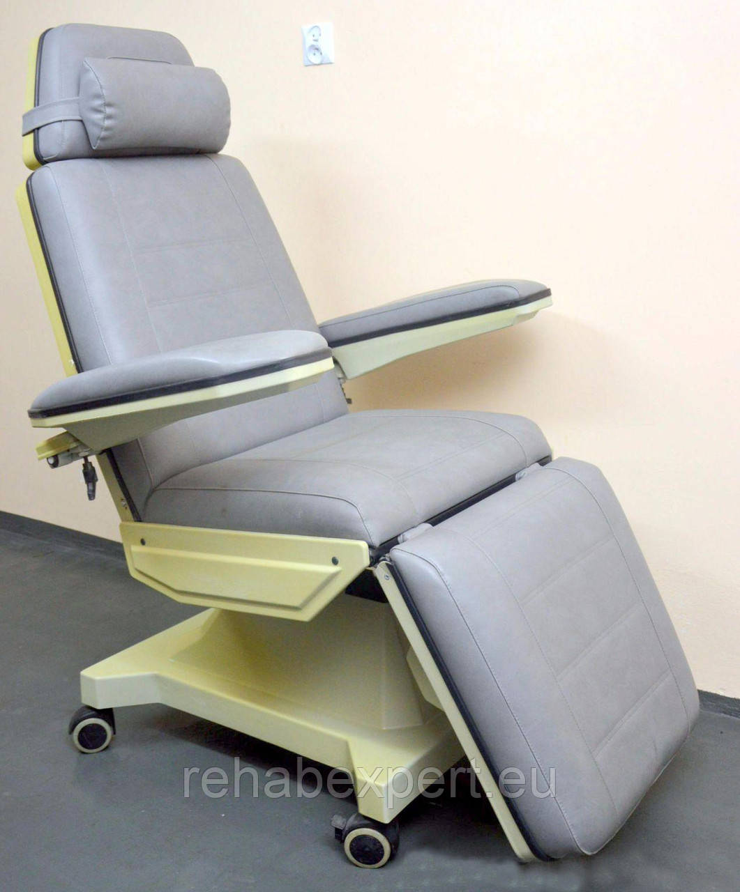 Универсальное комфортное Кресло для диализа kercher medical bionic