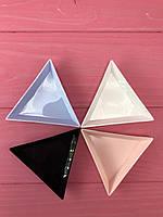 Треугольный лоток для страз пластмассовый