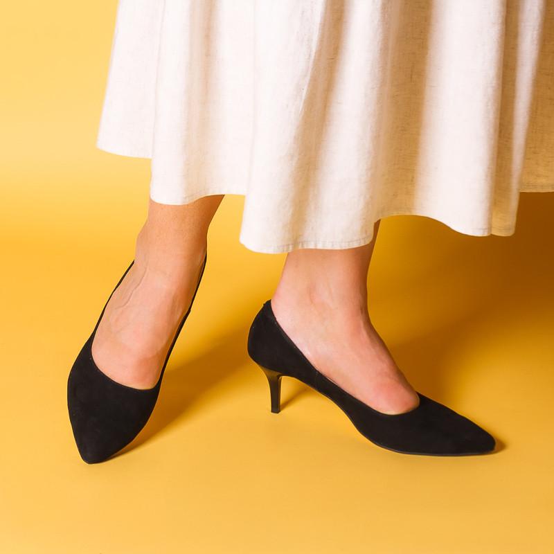 Жіночі туфлі чорні замшеві на маленькому каблуці-шпильці 6,5 см. Колір будь-який під замовлення