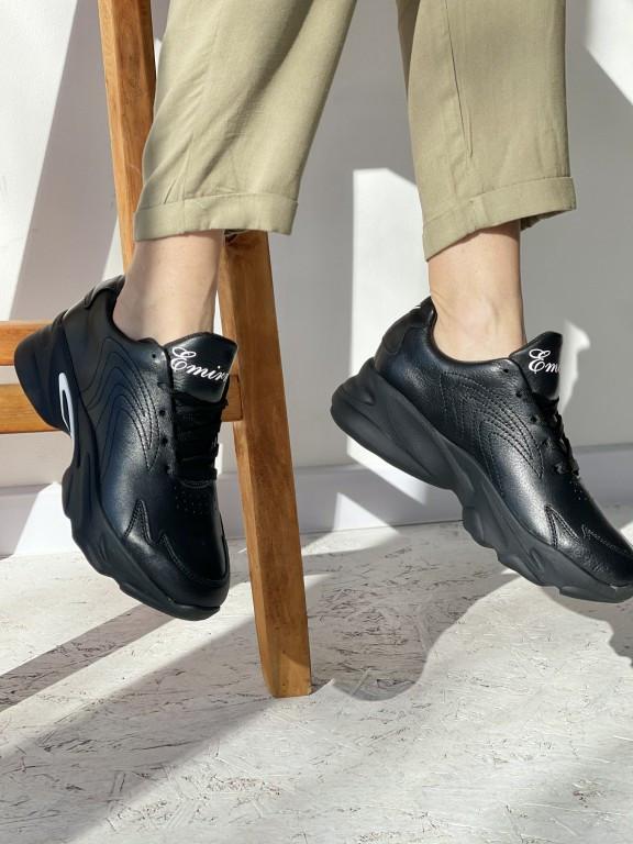 Кросівки жіночі шкіряні Nike з перфорацією чорні