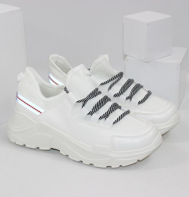 Жіночі кросівки білого кольору
