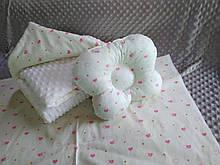 Комплект постельного белья для новорожденных Манюня Сердечки в кроватку ( коляску) плед + подушка + простынь