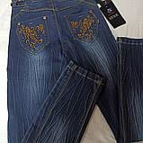 Джинсы демисезонные модные красивые нарядные оригинальные для девочки. Украшение- вышивка и стразы., фото 2