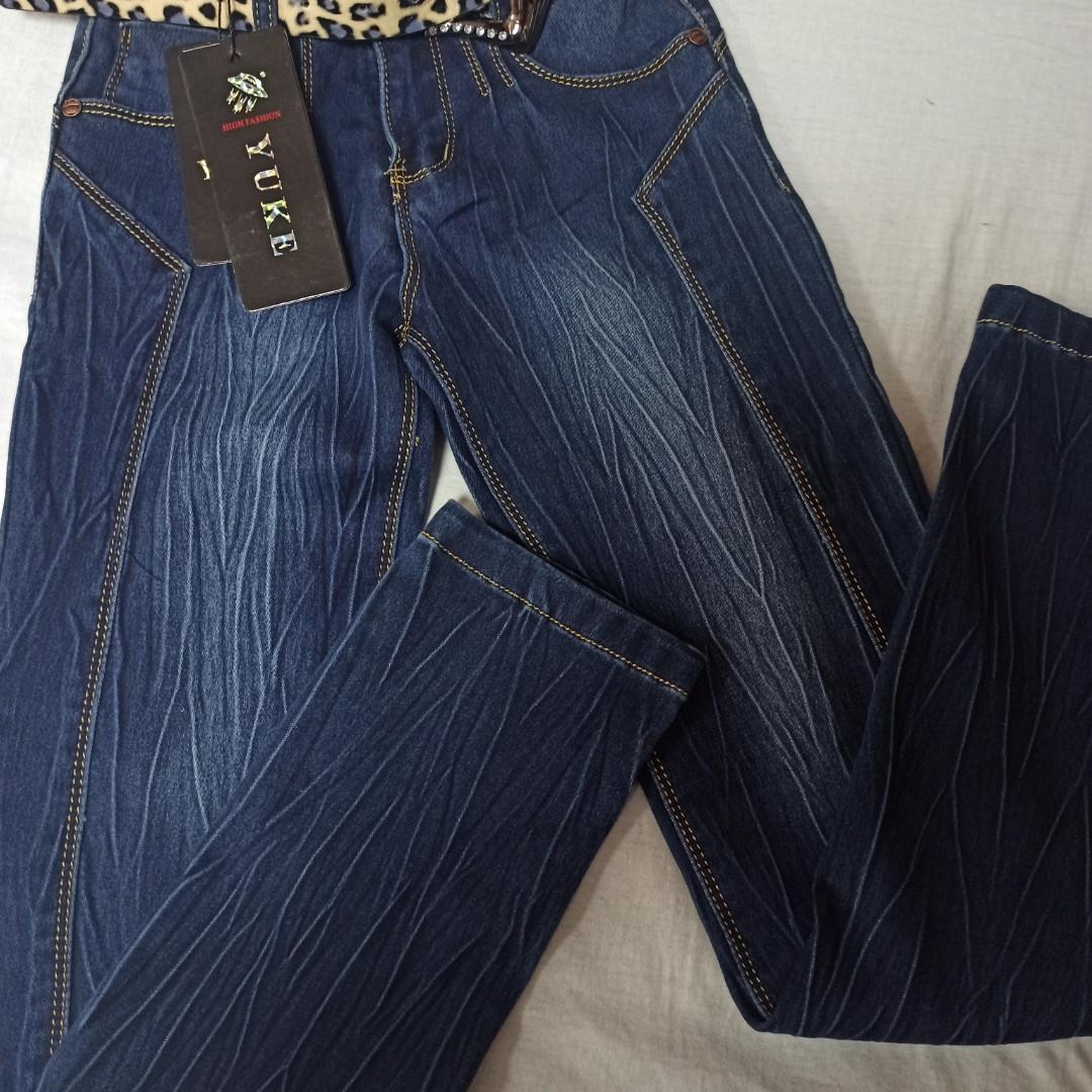 Джинсы демисезонные модные красивые нарядные оригинальные для девочки. Украшение- вышивка и стразы.
