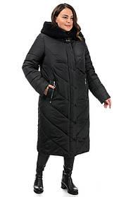 Утепленное женское зимнее пальто черного цвета с  объемным капюшоном и мехом, большого размера 50-58