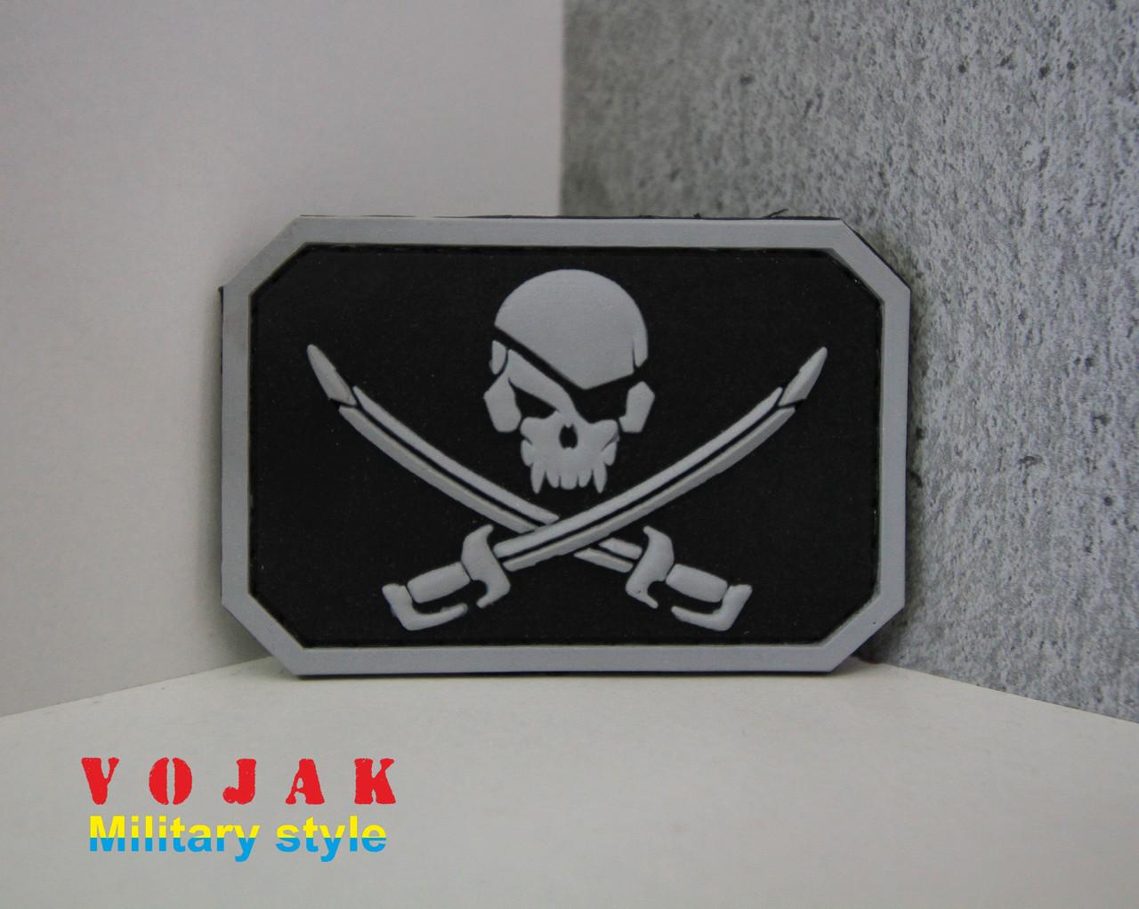 """Шеврон ПВХ """"Pirate Skull"""" чорно/білий"""