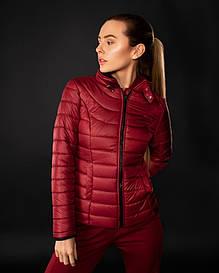 Женская весенняя бордовая стеганая куртка