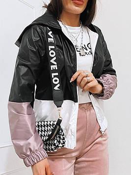 Женская трехцветная ветровка с капюшоном