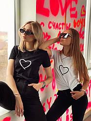 Жіноча футболка однотонноя з принтом