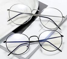 Круглі окуляри комп'ютерні у чорній оправі