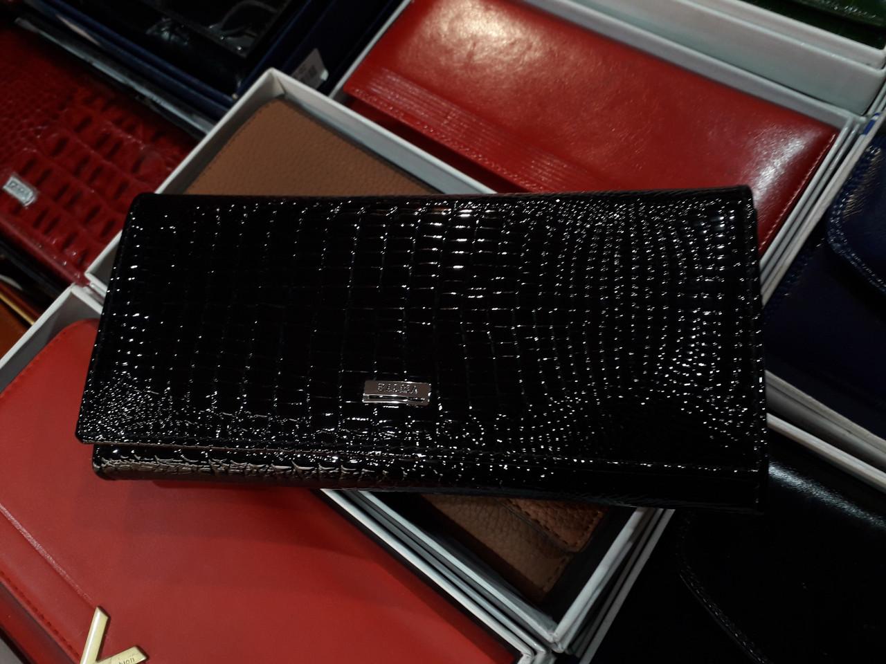 Шкіряний жіночий гаманець лаковий чорний на магніті з 2 - ма монетницами всередині Balisa B826-