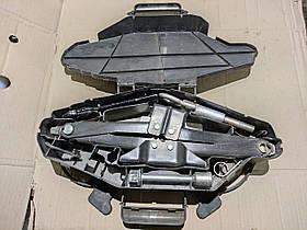 Домкрат (комплект) Renault Trafic, Opel Vivaro 2001-2014, 8200301002 (Б/У)