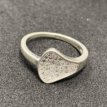 Серебряное кольцо БУ с фианитами 925 пробы, размер 17,5. Вес - 2,60г. Серебряные изделия бу в Украине