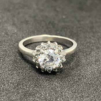 Серебряное кольцо БУ с фианитами  925 пробы, размер 16. Вес - 2,05г. Серебряные изделия бу в Украине