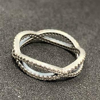 Серебряное кольцо БУ  с фианитами 925 пробы, размер 18. Вес - 2,43г. Серебряные изделия бу в Украине