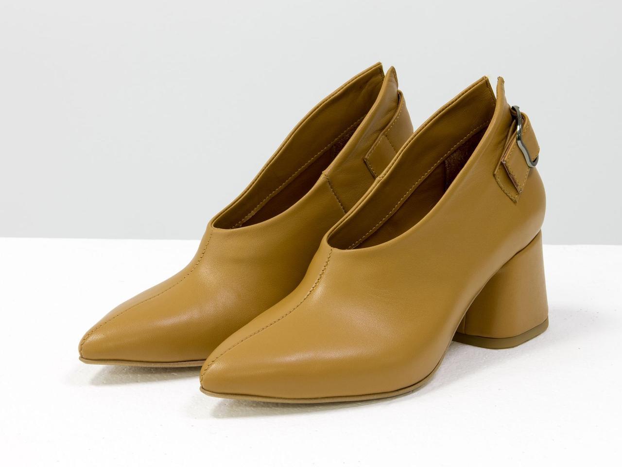 Туфли табачного цвета женские кожаные закрытые на среднем каблуке с пряжкой