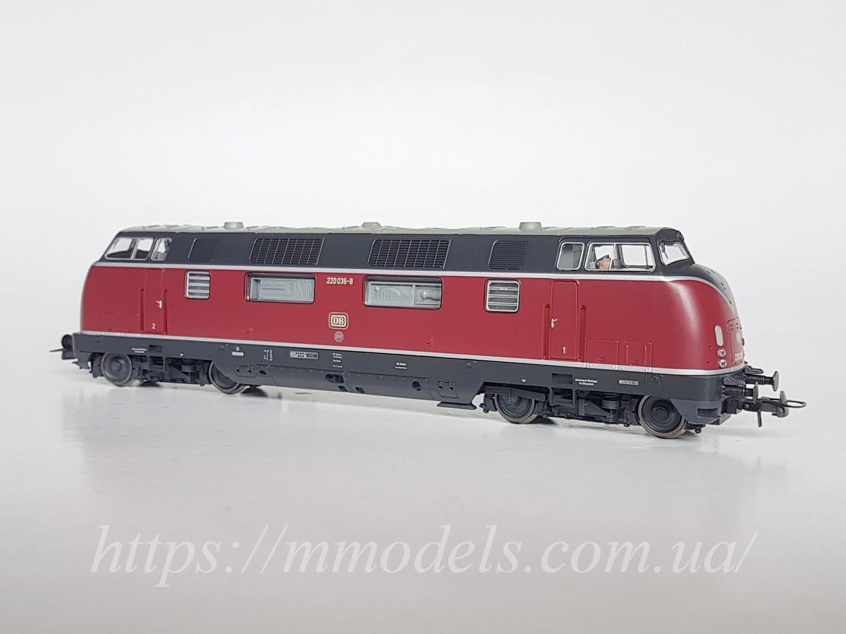 Roco 52680 модель локомотива серії 220 036-8 приналежності DB.DCC, масштабу 1/87, Н0