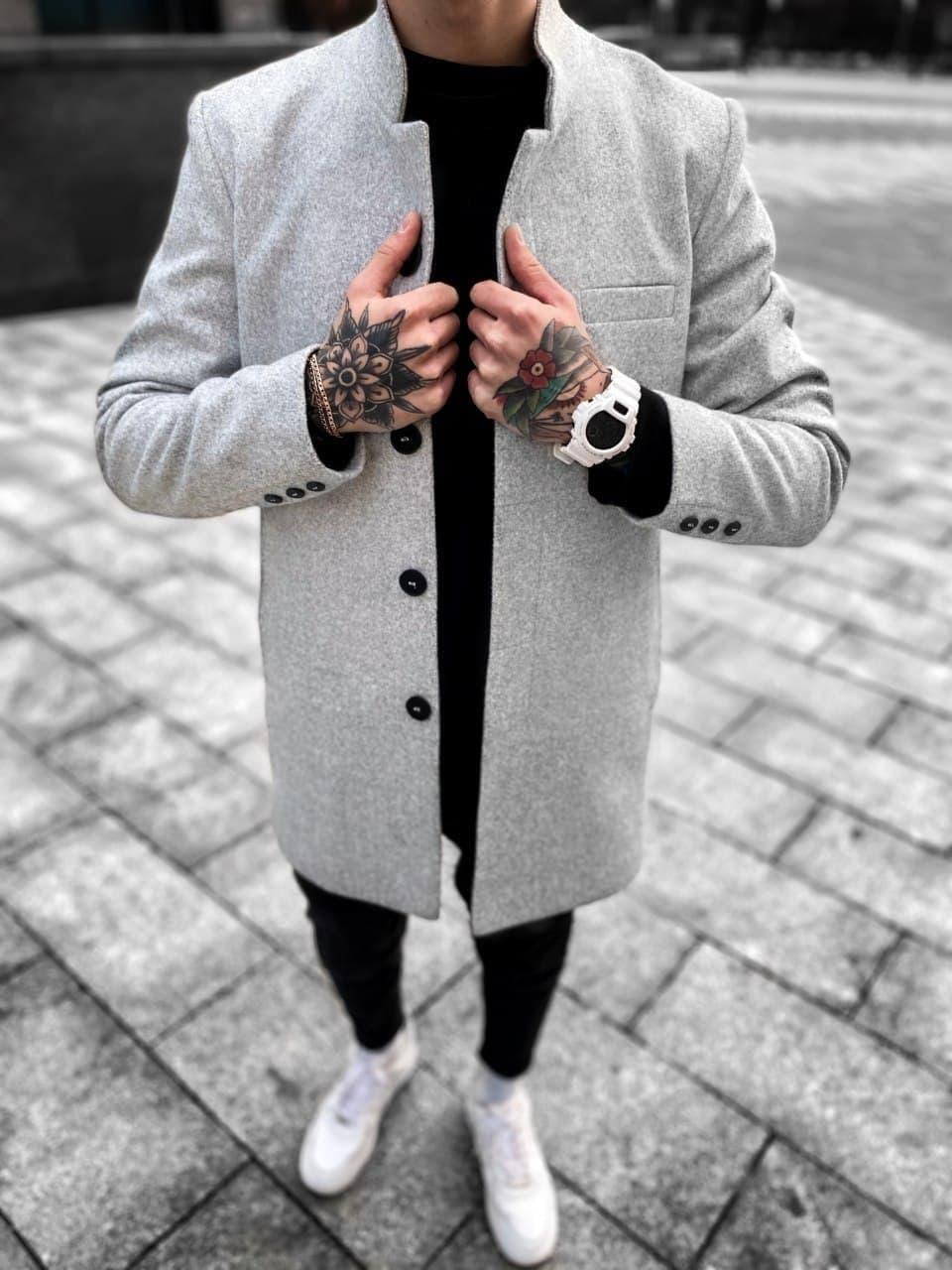 Чоловіче пальто сірого кольору