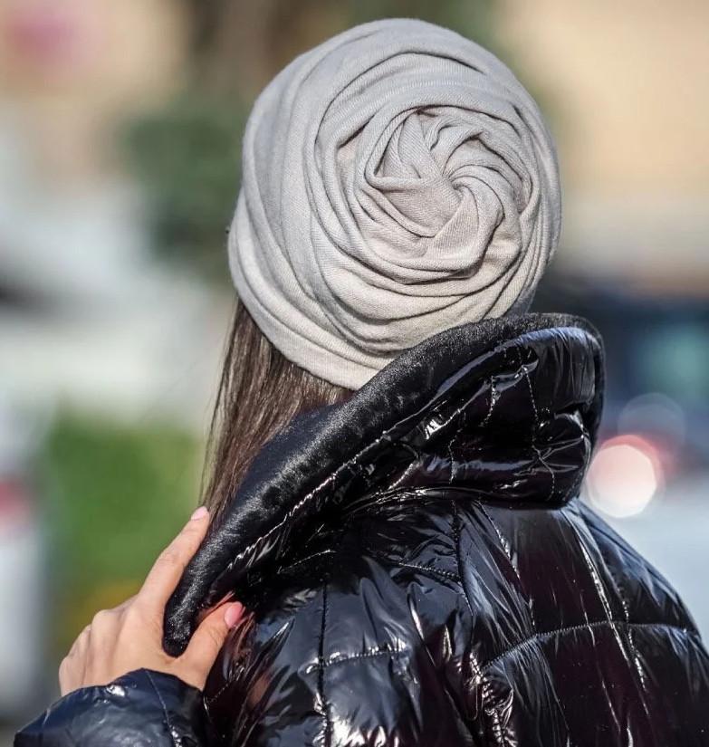 Шапка троянда драпірована з отвором для волосся сіра