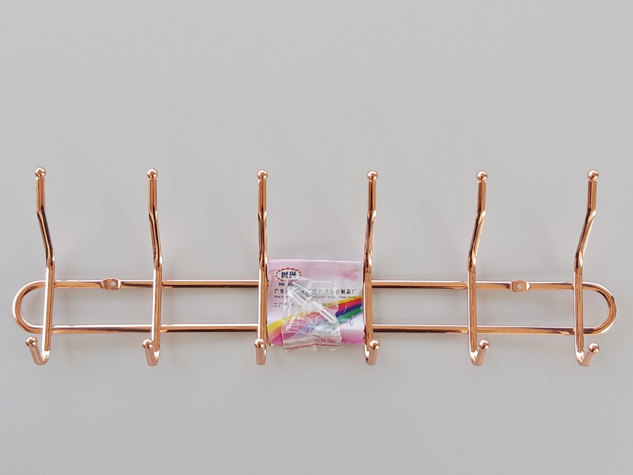 Довжина 50 см. Вішалка настінна ХНК6 метал хромована на 6 гачків мідного кольору