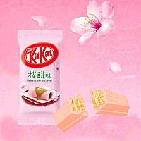 Батончик KitKat Sakura Mochi Японія