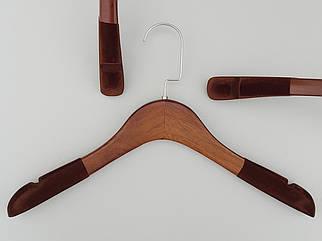 Довжина 38 см. Плічка тремпеля дерев'яні коричневого кольору з антиковзаючим флокованим покриттям на плечах