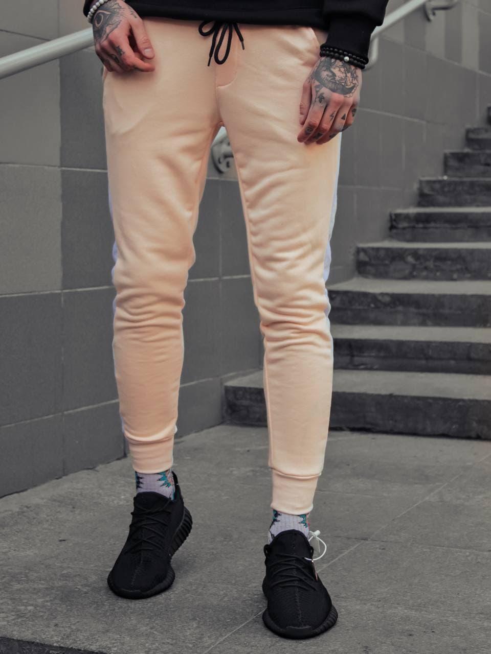 Мужские спортивные штаны бежевого цвета с лампасами