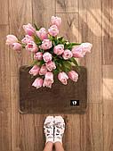 Маленький килимок в кімнату коричневий