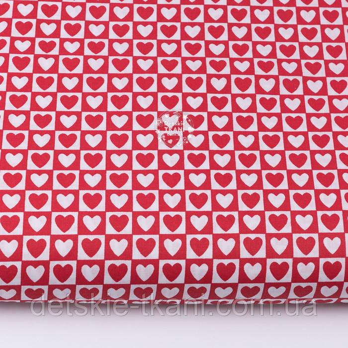 Тканина бязь з біло-червоними сердечками в квадратиках, №3358а