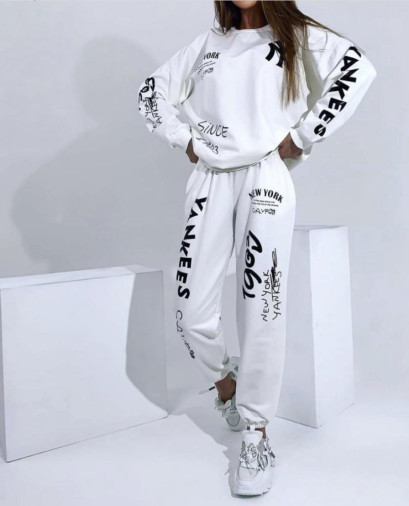 Жіночий костюм. Розмір: 42-44, 46-48. Кольори: молочний, фіалка, чорний , темно-фіолетовий.
