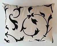 Подушка прямоугольная белая с черым вензелем Dedar