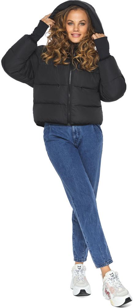 Черная куртка короткая женская модель 26420